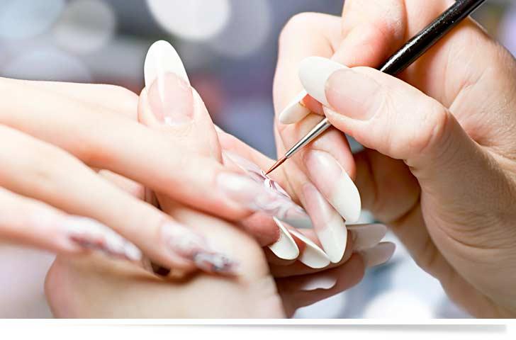 Professionelles Nageldesign und kreative Fingernägel mit schönem Nailart